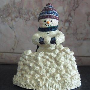Snowsnickle Snowman building Fort